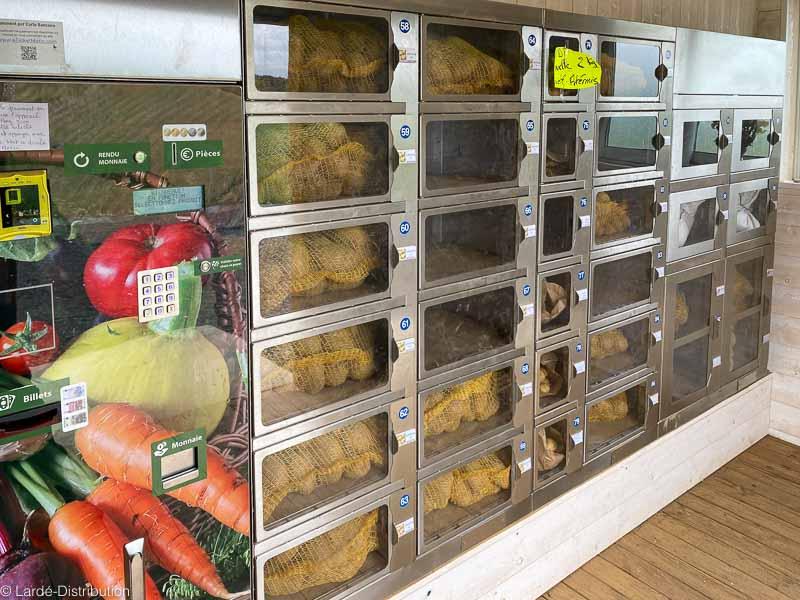pommes de terre dans distributeur à cases